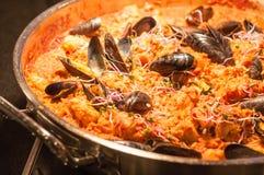 Paella do marisco na bandeja de fritada Fotografia de Stock