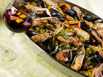 Paella in een een Pan en sangria van de Paella Royalty-vrije Stock Foto's