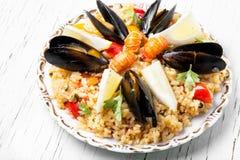 Paella espagnole avec des fruits de mer Photographie stock