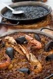 Paella espagnole de fruits de mer et Paella noire Photos libres de droits