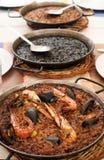 Paella espagnole de fruits de mer, Paella noire et fideua Photos stock