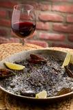 Paella espagnole noire Photos stock