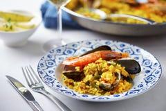 Paella espagnole typique de fruits de mer Images libres de droits