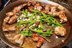 Paella espanhol tipical dos ingredientes fotos de stock