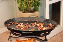 Paella kucharstwa początek z krab nogami Obraz Stock