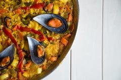 Paella met mosselen stock fotografie