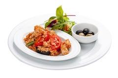 Paella mit Hühnerleiste und -gemüse lizenzfreie stockbilder