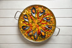 Paella mit Miesmuscheln Stockfotos