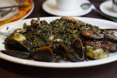 Paella noire Barcelone Espagne de riz Photographie stock