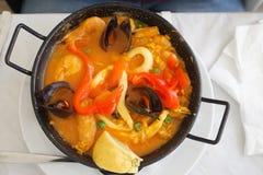 Paella in pentola Immagini Stock