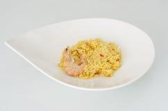 Paella, piatto spagnolo tipico su fondo bianco Fotografie Stock