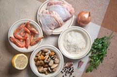 Paella przygotowywający posiłek z garnelą Fotografia Royalty Free