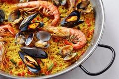 Paella spagnola tipica dei frutti di mare Immagine Stock