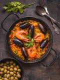 Paella sur une table Photographie stock libre de droits