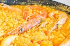 Paella traditionnelle de fruits de mer dans le restaurant espagnol Images libres de droits