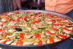 Paella traditionnelle de riz espagnol avec des fruits de mer Images libres de droits