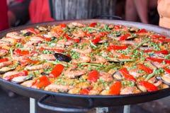 Paella traditionnelle de riz espagnol avec des fruits de mer Image libre de droits