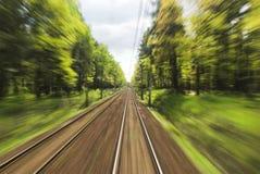 Paesaggi di volo attraverso la finestra del treno Immagini Stock