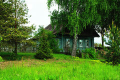 Paesaggi rurali, Russia, estate Camera nel villaggio Immagine Stock Libera da Diritti