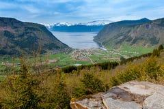 Paesaggi scenici dei fiordi norvegesi Fotografia Stock