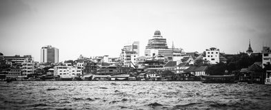 Paesaggi urbani lungo Chao Phraya River a Bangkok Immagine Stock Libera da Diritti