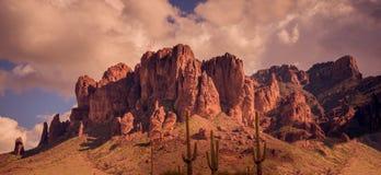 Paesaggio ad ovest selvaggio del deserto dell'Arizona fotografia stock