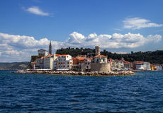 Paesaggio adriatico della costa di mare della Slovenia a Portoroz fotografie stock libere da diritti