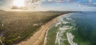 Paesaggio aereo della linea costiera dell'oceano Fotografia Stock