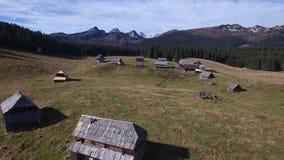 Paesaggio aereo della montagna stock footage