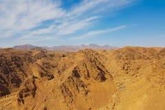 Paesaggio africano con le montagne fotografie stock