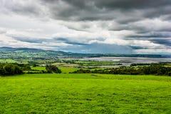 Paesaggio alla costa dell'Irlanda Immagine Stock