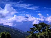 Paesaggio alpino con cielo blu drammatico Immagini Stock Libere da Diritti