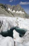 Paesaggio alpino con i picchi del lago e di montagna del ghiacciaio Fotografia Stock Libera da Diritti
