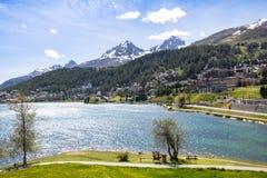 Paesaggio alpino con il lago st Moritz, Svizzera Fotografia Stock