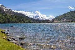 Paesaggio alpino con il lago st Moritz, Svizzera Immagini Stock