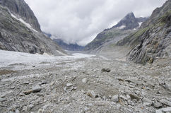 Paesaggio alpino con le montagne ed il ghiacciaio Immagini Stock