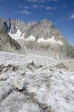 Paesaggio alpino con le montagne ed il ghiacciaio Fotografie Stock