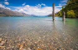 Paesaggio alpino dal letto di fiume del dardo in Kinloch, Nuova Zelanda Immagine Stock Libera da Diritti