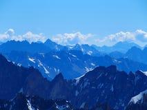 Paesaggio alpino della gamma di montagne in ALPI francesi vedute da Aiguille du Midi a CHAMONIX MONT BLANC in FRANCIA Immagini Stock Libere da Diritti