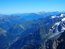 Paesaggio alpino della gamma di montagne da Aiguille du Midi Fotografie Stock Libere da Diritti