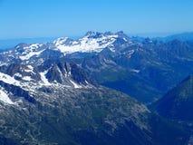 Paesaggio alpino della gamma di montagne da Aiguille du Midi Fotografia Stock
