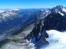 Paesaggio alpino della gamma di montagne nelle ALPI francesi di bellezza vedute da Aiguille du Midi a CHAMONIX MONT BLANC Immagine Stock Libera da Diritti