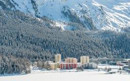 Paesaggio alpino della montagna delle alpi a St Moritz Immagine Stock