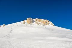 Paesaggio alpino della montagna di inverno Alpi francesi con neve Fotografie Stock