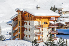 Paesaggio alpino della montagna di inverno Alpi francesi con neve Fotografie Stock Libere da Diritti