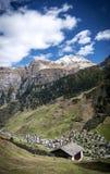 Paesaggio alpino della valle del villaggio di Vals in alpi centrali Svizzera Immagine Stock