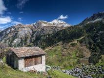 Paesaggio alpino della valle del villaggio di Vals in alpi centrali Svizzera Fotografie Stock