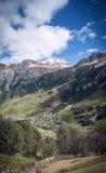 Paesaggio alpino della valle del villaggio di Vals in alpi centrali Svizzera Immagini Stock Libere da Diritti