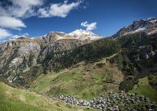 Paesaggio alpino della valle del villaggio di Vals in alpi centrali Svizzera Fotografia Stock Libera da Diritti