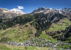 Paesaggio alpino della valle del villaggio di Vals in alpi centrali Svizzera Immagine Stock Libera da Diritti